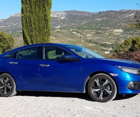Den Civic gibt es jetzt auch als Limousine – Der Viertürer von Honda ist deutlich größer als das Schrägheck