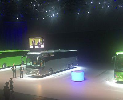 Die Weltpremiere der neuen Hochdecker-Reisebusse Mercedes-Benz Tourismo RHD in der Weltstadt Brüssel