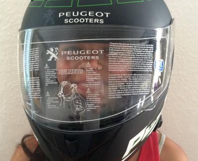 Ein Helm im Rennstrecken-Design – Der Peugeot Integralhelm Funtrack