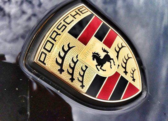 Porsche im Visier weniger deutscher Journalisten – Endlich prüft das Kraftfahrt-Bundesamt